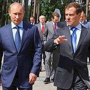 Medvedev passe à l'offensive contre Poutine