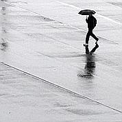 Les orages se dissipent, fortes pluies sur l'est