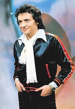 Michel Sardou en 1976. Sa période la plus controversée. Certaines de ses chansons lui valurent d'être taxé de «fasciste». (Louis Monier/Rue des Archives)
