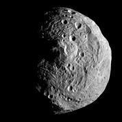 Dawn en orbite autour de l'astéroïde Vesta