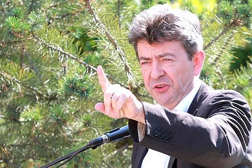 «Les rallonges accordées représentent une nouvelle montagne de dette publique pour les États de la zone euro», déplore Jean-Luc Mélenchon.