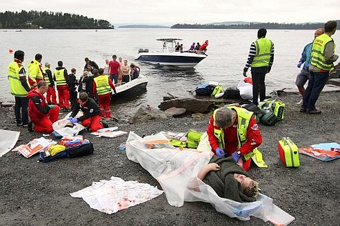 attentat et fusillade font au moins 90 morts en norv232ge
