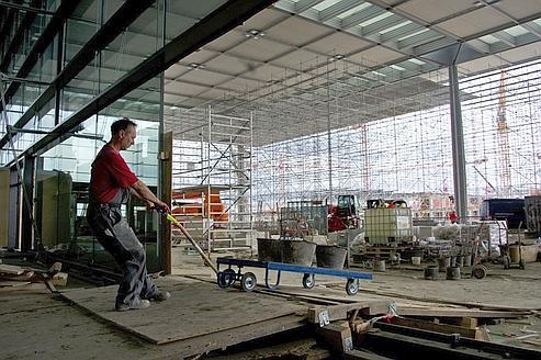 Moitié moins de métiers seront ouverts aux étrangers