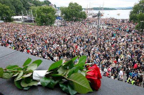 ... - International : La Norvège rend hommage aux victimes de la tuerie