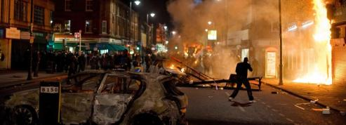 De violentes émeutes secouent<br />la banlieue nord de Londres&nbsp;&raquo; border=&nbsp;&raquo;0&Prime; class=&nbsp;&raquo;photo&nbsp;&raquo; /></a></font></p> <p><font face=