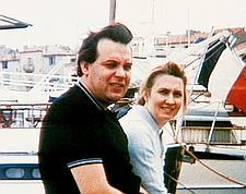 Vetrov et sa femme, Svetlana, à Saint-Tropez dans les années 60: attaché d'ambassade d'URSS en France, il est fiché à la DST dés son arrivée en 1965. (Crédits photo: Antenne 2/Sipa)
