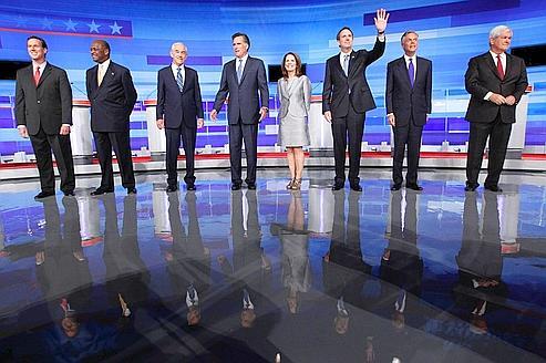 Les candidats républicains déclarés, le 11 août dans l'Iowa. De gauche à droite, Rick Santorum, Herman Cain, Ron Paul, Mitt Romney, Michele Bachmann, Tim Pawlenty, Jon Huntsman and Newt Gingrich.