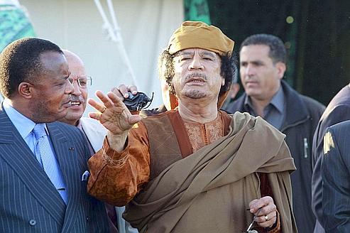 Mouammar Kadhafi se montre à la presse internationale après plusieurs semaines d'absence, le 11 avril dernier, à Bab al-Aziziyah.
