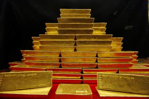 If investors' fears continue, gold may continue its race records.