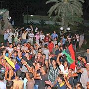 A Tajoura, dans la banlieue de Tripoli, les Libyens célèbrent l'arrivée des insurgés.