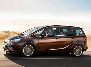 Rival du Citroën Picasso, le Zafira s'en inspire pour le vaste pare brise montant sur le toit et occultable par des panneaux coulissants. Son habitacle flexiblle de 2 à 7 places a été encore amélioré.