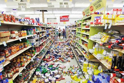 La secousse de mardi a fait tomber de nombreux produits des étalages de ce supermarché de Virginie.