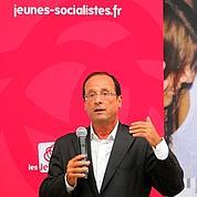 Hollande compte ses troupes à La Rochelle