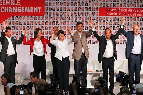 Les six candidats à la primaire: Manuel Valls, Ségolène Royal, Martine Aubry, Arnaud Montebourg, François Hollande et Jean-Michel Baylet. Au second plan, Harlem Désir.