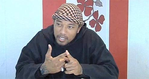 Denis Mamadou Cuspert , alias Deso Dogg, alias Abou Malik. Capture d'écran YouTube.