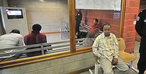 Claude Guéant s'est fixé comme objectif au moins 30.000 reconduites à la frontière pour 2011.