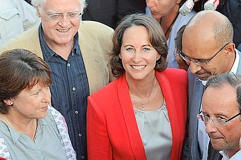 Ségolène Royal entourée de Martine Aubry, Lionel Jospin, Harlem Désir et François Hollande le week-end dernier à La Rochelle. (Kerstin Joensson/AP/SIPA)