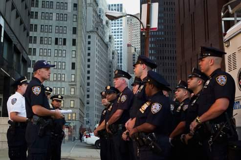 Le chef de la police new-yorkaise a annoncé un renforcement du dispositif policier dimanche.