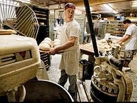 Laurence Addeo a abandonné la scène en 1998 pour reprendre la boulangerie familiale, située à un bloc d'Arthur Avenue.