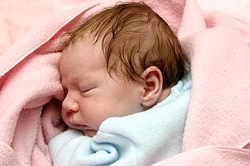 Un autre phénol, la benzophénone 3, est associé aussi avec une augmentation du poids de naissance des enfants. (Crédits photo: Scaparros/WikimediaCommons)