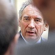 Bayrou scrute l'agitation au centre