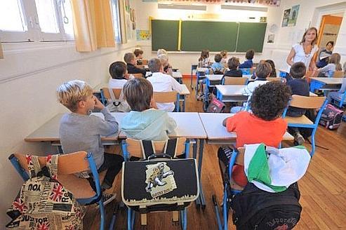 Des élèves sont installés dans l'une des classes de l'école Harouys à Nantes, le 05 septembre 2011.