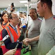 Hollande retient ses coups envers Aubry
