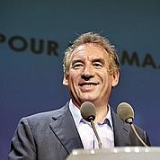 Bayrou approché par des porteurs de valises ?