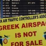 Une grève générale des transports a été déclenchée ce jeudi à Athènes. «L'aéroport grec n'est pas à vendre» peut-on lire.