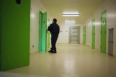 Dans les maisons d'arrêt de Strasbourg, Villepinte et Bordeaux, cinq «co-détenus de soutien» en moyenne sont chargés de soutenir les prisonniers psychologiquement fragiles.
