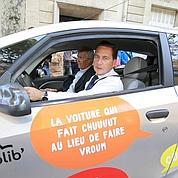 Les Parisiens découvrent l'Autolib'