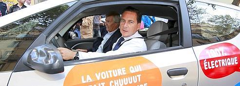 Sur le siège arrière de l'Autolib'avec les Parisiens