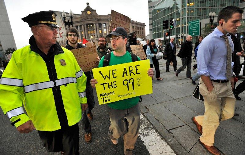 Près de 1000 manifestants ont également descendu les rues de Boston vendredi soir. Lundi, ils étaient une centaine à planter leurs tentes sur Dewey Square.