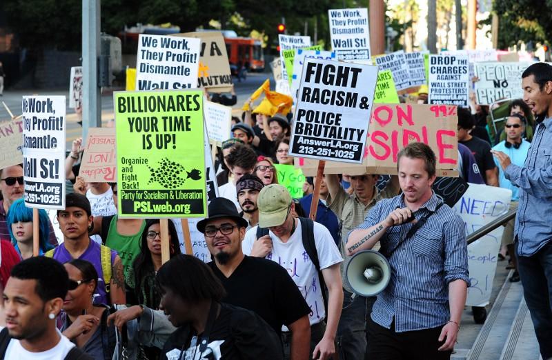Les griefs de ces apprentis-révolutionnaires, pour la plupart jeunes et très instruits, sont en fait assez variés et peuvent viser aussi bien le renflouement par Washington des banques, le chômage et l'endettement des étudiants, que les brutalités policières ou encore le réchauffement climatique.