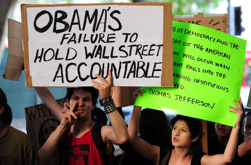 Parmi les manifestants figurent notamment les déçus du président Barack Obama. Ils estiment qu'il s'est montré trop conciliant face aux grands groupes financiers et qu'il n'a pas fait assez pour relancer l'économie et les emplois.