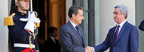 Sarkozy en visite dans un Caucase divisé
