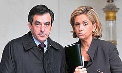François Fillon (ici avec Valerie Pécresse en 2009) avait annoncé la couleur: l'État devra faire en 2012 un milliard d'euros d'économies supplémentaires.