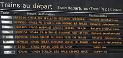 Panneau des trains à la gare Saint-Charles de Marseille.