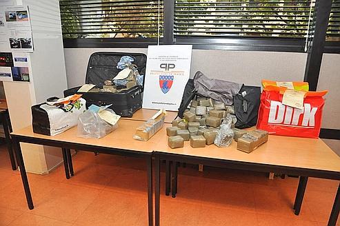 Plus de 150 kg de résine et d'herbede cannabis ont été saisis.
