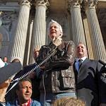 Julian Assange, samedi à Londres.