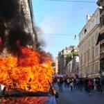 À Rome, plusieurs voitures ont été incendiées.