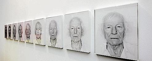 Série de portraits de Roman Opalka. (François Bouchon/Le Figaro)