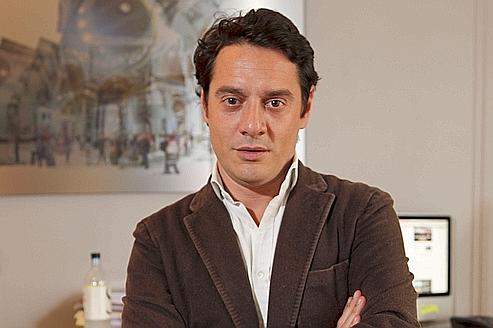 David Koubbi dans son cabinet parisien . L'avocat de Tristane Banon estime que «de nombreuses contradictions sont restées sans réponse».