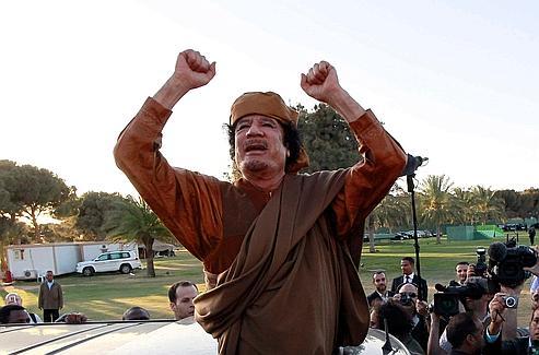 Kadhafi en avril 2011, peu de temps après le début des frappes de l'Otan.