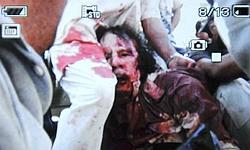 Photo non authentifiée montrant l'arrestation de Kadhafi à Syrte.