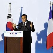 François Fillon défend l'euro en Asie