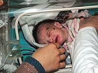 Le bébé a été rapidement transféré vers un hôpital.