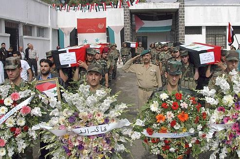Des funérailles devant l'hôpital militaire de Homs, en Syrie, le 1er octobre.