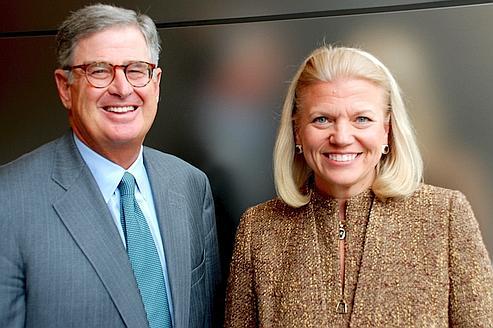 Virginia Rometty va devenir directrice générale d'IBM, à la place de Sam Palmisano, futur président du conseil d'administration du groupe informatique. Crédit : Jon Iwata/IBM