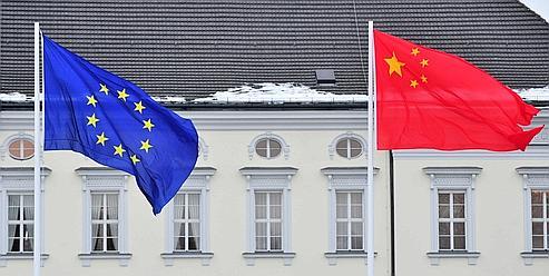 La Chine a un intérêt direct à maintenir la stabilité de l'Union européenne qui est aujourd'hui son premier partenaire commercial.